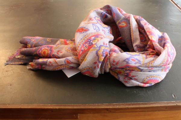 Schal aus Wolle, gewebt