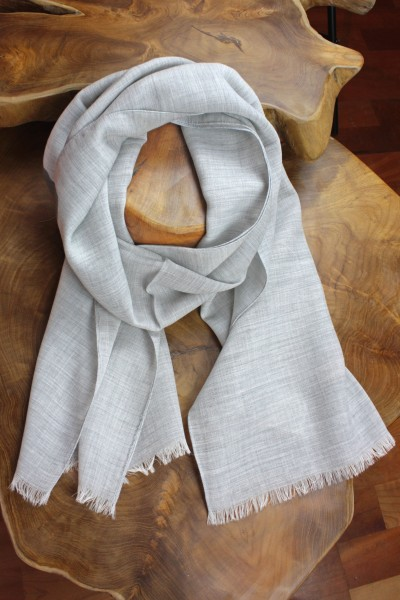 Tuch aus Wolle in dezentem Uni, beige-grau/himmelblau 45 x 180 cm